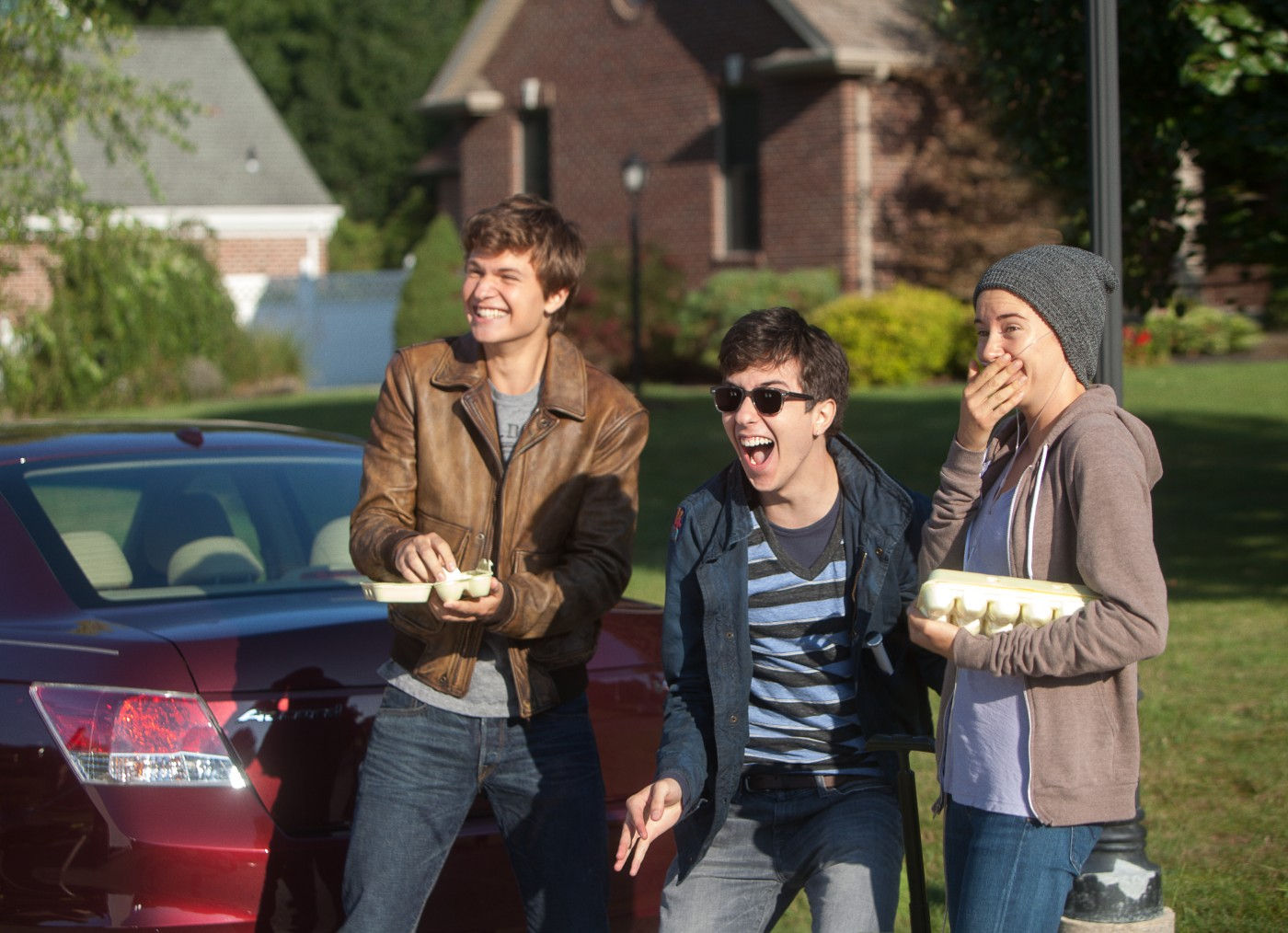 Fault in Our Stars - Foto - 05 - Augustus (Ansel Elgort), Isaac (Nat Wolff), Hazel (Shailene Woodley)